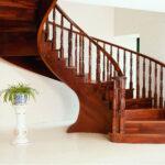 cat-kayu-untuk-handrail